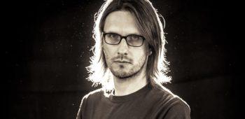 """imagen de Revisa el nuevo vídeo """"People Who Eat Darkness"""" de Steven Wilson"""