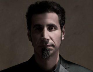 """imagen de Serj Tankian, lider de SYSTEM OF A DOWN  """"Ahora estoy más interesado en escribir piezas instrumentales de música""""."""