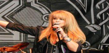 "imagen de La Vocalista de VIXEN, JANET GARDNER, publica vídeo musical ""CANDLE"""
