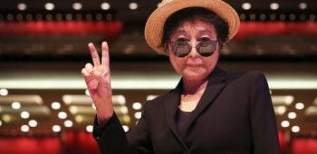 """imagen de Yoko Ono """"Felicita"""" a Ringo Starr."""