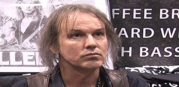 """imagen de Rowan Robertson (ex guitarrista de dio) dice que """"le encantaría"""" lanzar canciones de """"Lock Up The Wolves"""""""