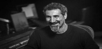 """imagen de Serj Tankian se dirige a la resistencia pacífica Armenia y presenta una nueva canción """"ELECTRIC YEREVAN"""""""