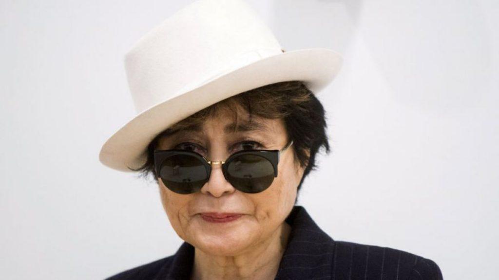 imagen de Yoko Ono sufre robo de una piedra en el Museo de Toronto