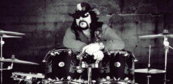 imagen de VINNE PAUL, cofundador de la legendaria banda PANTERA ,  Murió al parecer de un  ataque  al corazón.