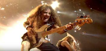 imagen de Es posible ser bajista y líder de la banda? La respuesta es si.