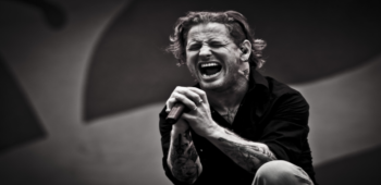 """imagen de Corey Taylor de Slipknot interpreta versión acústica de """"Snuff"""""""