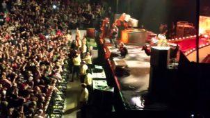 """imagen de Brutal!!!! Corey Taylor detiene un Mosh por ser """"muy violento"""""""